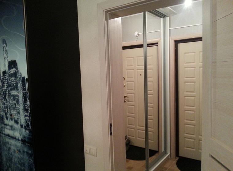 шкаф купе встроенный зеркальный в прихожую